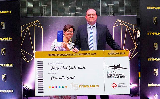 """La SANTOTO Bucaramanga gana el premio a la innovación más importante del oriente colombiano por su programa """"Sonrisas…"""